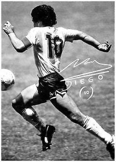 Football Images, Football Art, Mike Tyson, Maradona Tattoo, Maradona Football, Wolverine Poster, Soccer Tattoos, Baseball Classic, Diego Armando