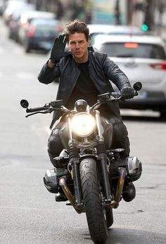 Tom in Leather Jacket : Tom Cruise in Leather Jacket. Bike Style, Motorcycle Style, Harley Davidson, Mission Impossible Fallout, Cafe Racer Bikes, Cafe Racers, Nine T, Futuristic Motorcycle, Bmw Boxer
