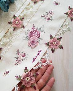 Fotoğraf açıklaması yok. Piercings, Moda Emo, Needle Lace, Jacquard Weave, Sewing Techniques, Floral Tie, Elsa, Diy And Crafts, Crochet