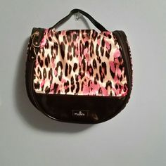 NWOT large makeup bag Brand new without tags. Pink and black with animal print adorable makeup bag. Zips up, and can also open to hang. Cute Makeup Bags, Large Makeup Bag, Fashion Tips, Fashion Design, Fashion Trends, Cosmetic Bag, Cases, Animal, Pink
