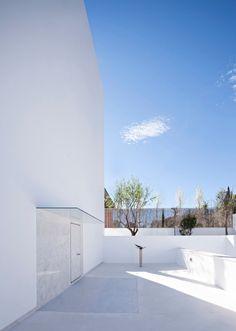 Outdoor | Raumplan House by Alberto Campo Baeza | est living