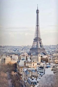 Thinking about taking a day trip from London to Paris? Thanks to the Eurostar, this trip could not be easier! Here's how to plan your day trip to Paris. Dream Vacations, Vacation Spots, Vacation Style, Family Vacations, Places To Travel, Places To See, Travel Destinations, Europe Places, Romantic Destinations