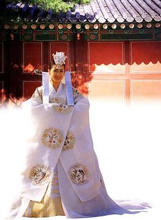 traditional korean hanbok wedding dress