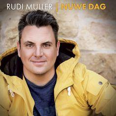 """Rudi Muller is lank nie meer 'n groentjie in die Suid-Afrikaanse musiekbedryf nie. Hierdie jongman is gebore in Nigel en het reeds op 'n vroeë ouderdom besef musiek vloei in sy are. In 1999 hoor Sting Musiek sy unieke, warm stem en bied hom sy eerste platekontrak aan en kort daarna word """"Kan jy my hoor"""" vrygestel. Dit was nie lank nie, toe is Rudi op elke fees en verhoog in die land te sien. 2002 skuif hy oor na EMI en kry die geleentheid om met internasionaal bekroonde liedjieskrywer, Lour Words, Horse"""