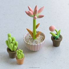 It's been a while that I wanted to use ombre technique in polymer clay and finally I did it for the first time in these new cacti a. Cute Polymer Clay, Cute Clay, Polymer Clay Miniatures, Polymer Clay Flowers, Fimo Clay, Polymer Clay Charms, Polymer Clay Projects, Polymer Clay Creations, Clay Crafts
