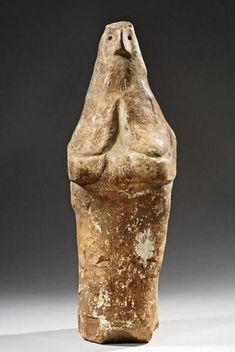 Neolithic 2500 BC - 1900 BCE Anatolian Bird Women figures with a comparable structure can be found in the Near East from Neolithic times at least up until the Iron Age. Ancient Goddesses, Gods And Goddesses, Ancient Aliens, Ancient History, Cro Magnon, Arte Tribal, Art Premier, Archaeological Finds, Art Sculpture