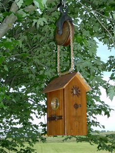 Love the way this birdhouse is suspended from the pulley.