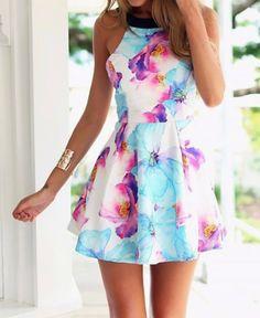 Vestido Estampa Floral com Detalhes nas Costas