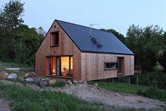 wooden house in Pulečný, Czech republic, which you can rent for a testing stay (bydleni.idnes.cz/typova-drevostavba-s-terasou-d2k-/architektura.aspx?c=A120719_130650_architektura_web)