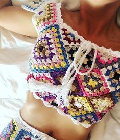 Captivating Crochet a Bodycon Dress Top Ideas. Dazzling Crochet a Bodycon Dress Top Ideas. Granny Square Crochet Pattern, Crochet Granny, Diy Crochet, Crochet Stitches, Crochet Top, Crochet Bikini Top, Crochet Blouse, Crochet Woman, Crochet Clothes