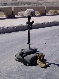 The Soldier's Cross to honor the fallen.    We salute you. #FallenHeroes  www.heroesnotesfoundation.org