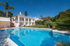 Refinado e encantador Mediterrâneo Home - com piscina aquecida - em uma paisagem serena em Marbella. Esta Villa elegante e confortável com a sua vibração criativa atraente e impecavelmente preservados boa aparência é a casa ideal em que você pode desfrutar de todos os...
