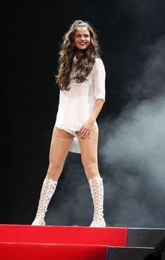 Selena Gomez Shines on Stage!The Patriot Center on October 2013 in Washington, DCPhoto: Getty Editorial Selena Gomez Bikini, Selena Gomez Style, Stage Outfits, Girl Outfits, Selena Gomez Pictures, Marie Gomez, Show, Woman Crush, Fitness Motivation