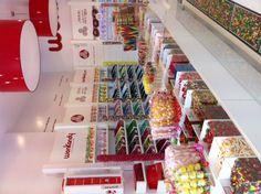 En el interior podrás encontrar el mayor surtido de golosinas y chocolates que jamás habrías imaginado...