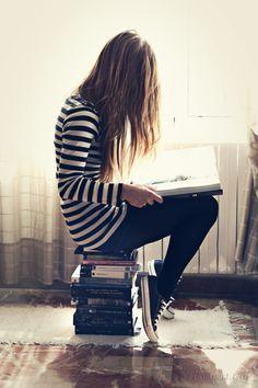 Siège improvisé pour lecture passionnée