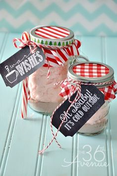 Make this adorable Christmas Gift under five minutes. This fun Peppermint Cotton Candy Hot Chocolate and Gift Tag Free Printable is perfect for Neighbor Gifts and Teacher Gifts. All they need to do is add hot water to enjoy this festive and delicious Christmas Treat! Take a closer look! For...