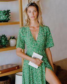 Muse @noelcapri in The #RivieraMidi Violette Green • Online Now #faithfulltravels