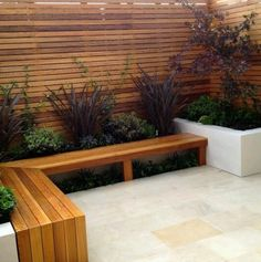 I love this wall, bench and planters