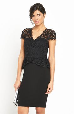Elegancka, mała czarna. Sukienka -marki V by Very, 359 zł na http://www.halens.pl/moda-damska-sukienki-5818/sukienka-570878?imageId=388497&variantId=570878-0001