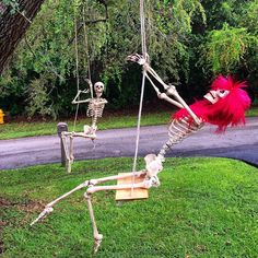 The original Pose-N-Stay skeleton by Seasons. A fun decorative halloween decoration Halloween Costumes To Make, Halloween Party Themes, Halloween Skeletons, Halloween Skull, Holidays Halloween, Halloween Crafts, Halloween 2019, Halloween Tricks, Xmas Holidays