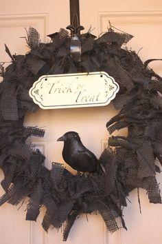 un tutoriel pour créer la couronne et un imprimable pour l'écriteau : l'idéal pour le prochain Halloween !...