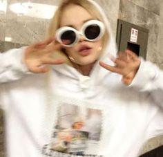 Bad Girl Aesthetic, Aesthetic Photo, Fotografia Retro, Foto Mirror, Tmblr Girl, Lila Baby, Foto Casual, Mode Streetwear, Insta Photo Ideas