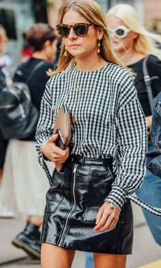 Summer is on its way and you have already started worrying about the summer outfits. When summer arrives the atmosphere […] Spring Summer Fashion, Autumn Winter Fashion, Quoi Porter, Fashion Vocabulary, Looks Street Style, Rocker Style, Layering Outfits, Outfit Goals, Looks Cool