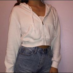 Shop Women's Brandy Melville White size OS Tops at a discounted price at Poshmark. Description: Very stylish and in good condition :). Boho Outfits, Teen Fashion Outfits, Outfits For Teens, Dance Outfits, Emo Fashion, Girl Outfits, Ropa Brandy Melville, Brandy Melville Outfits, Brandy Melville Clothing