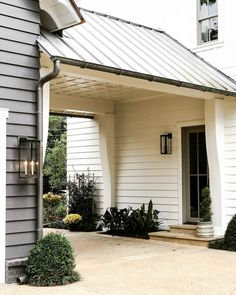 Home Renovation – Remodel Your Living Space - Home Remodeling Porte Cochere, Building A Porch, House With Porch, House With Garage, Breezeway, Garage Plans, Garage Doors, Beautiful Homes, House Beautiful