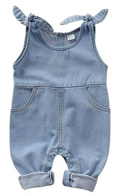 Stylish sleeveless denim jumpsuit for your little one Unisex design With front pockets and adorable ties on the straps The snap buttons along the legs make for quick and easy changes Mix and match t-shirts and sweaters with this cute jumpsuit Baby Outfits, Toddler Girl Outfits, Kids Outfits, Baby Boy Jumpsuit, Denim Jumpsuit, Baby Dress, Overalls, Fashion Niños, Baby Girl Fashion