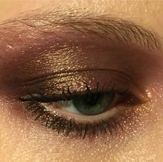 Bronze eye make up