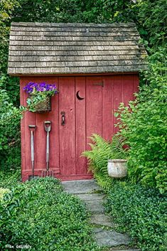 Having a shed in either your back yard or garden is now a popular sight in the majority of today's households. Storing away the kid's bikes and outdoor toys or simply keeping the garden tools safe and dry, a shed is a great storage s Diy Storage Shed Plans, Wood Shed Plans, Diy Shed, Garden Cottage, Garden Pots, Unique Garden, Greenhouse Shed, Backyard Sheds, Garden Sheds
