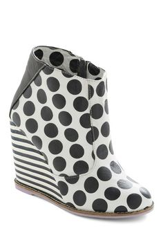 "These black and white patterend ""Op-Art Attracts Wedge"" booties are just asking to be shot in. black and white! These shoes belong in the The bold print and short boot cut are so unique and beautiful! The perfect pop for a mod outfit. Striped Wedges, Black Wedges, Wedge Boots, Shoe Boots, Rain Boots, How To Wear Ankle Boots, Vintage Boots, Shoe Art, Modcloth"