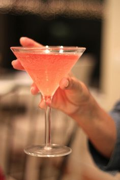 A perfect pink cocktail to sip on for Valentine's Day - Bonefish martini recipe Cocktails To Try, Fancy Drinks, Wine Cocktails, Bar Drinks, Cocktail Drinks, Alcoholic Drinks, Beach Cocktails, Beverages, Cocktail Recipes