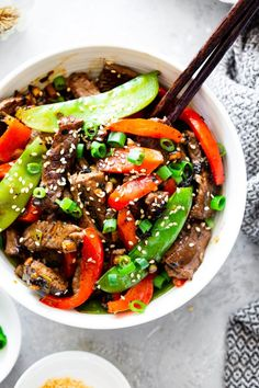 This quick and tasty paleo beef stir fry is loaded with flavor and veggies and uses clean simple ingredients. It's so much healthier than takeout but just as fast! Family approved and great for weeknight dinners. I love serving it over fried cauliflower rice to keep it paleo, Whole30 compliant and low carb too. #paleo #whole30 #lowcarb #keto Pepper Steak Stir Fry, Beef Stir Fry, Paleo Running Momma, Paleo Mom, Paleo Life, Homemade Mayo Recipe, Beef Bone Broth, Whole 30 Diet, Paleo Recipes