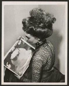 Hairstyle modeled after a picture of the atomic explosion.