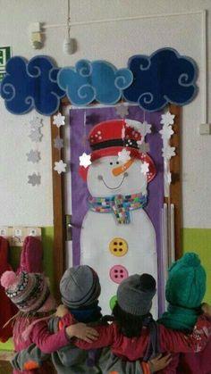 Deur. Winter themed snowman classroom door display