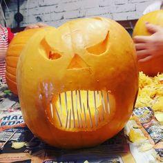 Wir sind gerade fleißig am Kürbis schnitzen. Was eine riesen Sauerei  Aber die Kinder lieben es. Amy und Lian haben es diesmal wirklich komplett alleine gemacht.  #kürbisschnitzen #kürbis #halloween #gruselig #happyhalloween #süßesodersaures Owl Pumpkin Carving, Happy Halloween, Owl Photos, Beautiful Owl, Cute Owl, Amy, Health, How To Make, Instagram