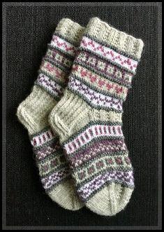 chunky knitting knitting tips sewing knits sewing knits knitting ideas knitting how to what to knit diy knitting projects just knit knit socks knitted crafts knitted crafts Easy Knitting, Knitting Socks, Knitting Patterns, Knitting Ideas, Diy Knitting Projects, Wool Socks, Knitted Blankets, Knit Crochet, Barn