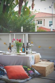 Outdoor dinner party / hosting Indian style / Summer dinner outdoors / rustic tablescape / vintage