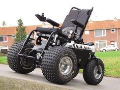 Exello Rica 16 Meer informatie https://www.facebook.com/exelloproducts?fref=ts  (Elektrische Buiten/Off-Road rolstoel Electric Outdoor/Off Road Wheelchairs)