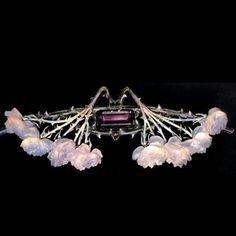@twentyonejewels Brooch by Rene Lalique, 1904-05. @renelalique #renelaliquejewellery #masterpiece #glassjewellery #artnouveau #brooch