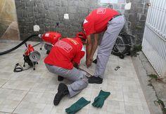 Os serviços de desentupimento da empresa Desentupir 24h - unidade de negócios Desentupimento - são realizados por técnicos especializados que são submetidos periodicamente a processos de reciclagem.