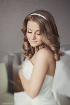 Wedding Hairstyles ~ Soft loose curls, neutral make-up & Alice hairband