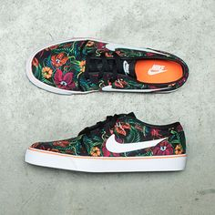 Nothing says summer like laid-back style mixed with on-trend prints. Greet the heat in this soon-to-be essential: the Nike Toki. Janoski Shoes, Janoski Nike, Crazy Shoes, Me Too Shoes, Nike Trends, Reebok, Vans Shoes, Shoes Sneakers, Nike Skateboarding