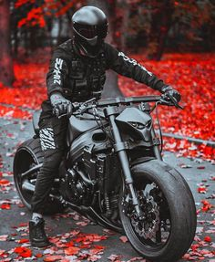 Alright it's not a cafe racer. More of a street fighter but it's good inspiration for Halloween. Street Fighter Motorcycle, Futuristic Motorcycle, Motorcycle Bike, Hayabusa Streetfighter, Art Moto, Custom Moto, Custom Cars, Vrod Harley, R Cafe