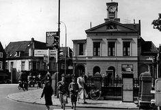 """William D.Kuik (later Dirkje Kuik) schreef in 1968: """"de schoonste politiepost van Europa, met arcade en groot horloge"""