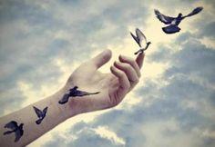 El dejar ir implica ser consciente de un sentimiento, dejarlo crecer, estar con él, y dejar que siga su curso sin querer que sea diferente o hacer nada en relación a él. Significa simplemente dejar...