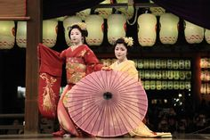 "geisha-kai: ""Maiko Toshimomo and Toshichika dancing ""Harusame"" ""Spring Rain"") at the Yasaka Shrine (SOURCE) """