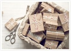 Brown boxes wrapped with washi tape / kraft boxes / pretty packaging / gift wrap Craft Packaging, Pretty Packaging, Packaging Ideas, Present Wrapping, Creative Gift Wrapping, Tapas, Gift Wraping, Decorative Tape, Brown Paper Packages